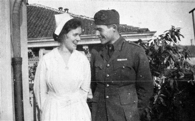 21 de julho Ernest Hemingway with Agnes von Kurowsky, foto 1