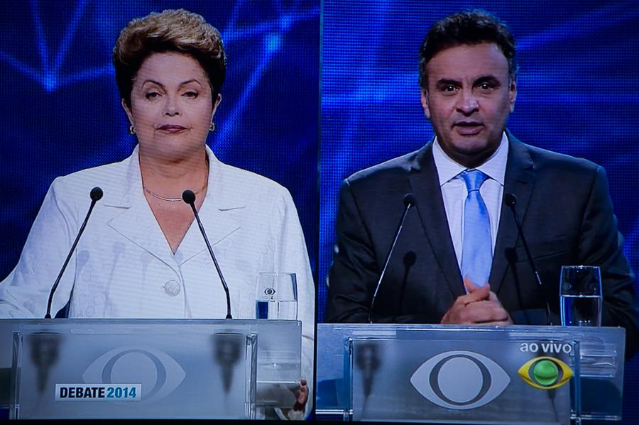 Dilma e Aécio no primeiro debate do segundo turno (Foto: Ramiro Furquim/Sul21)
