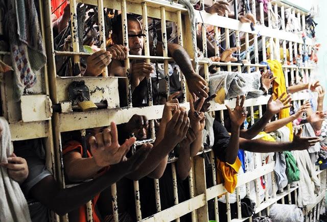 situação carcerária Brasil