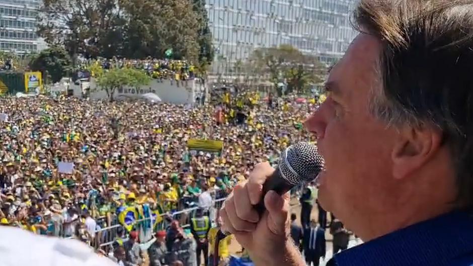 """Brasil: segue o """"bonde"""" da destruição"""