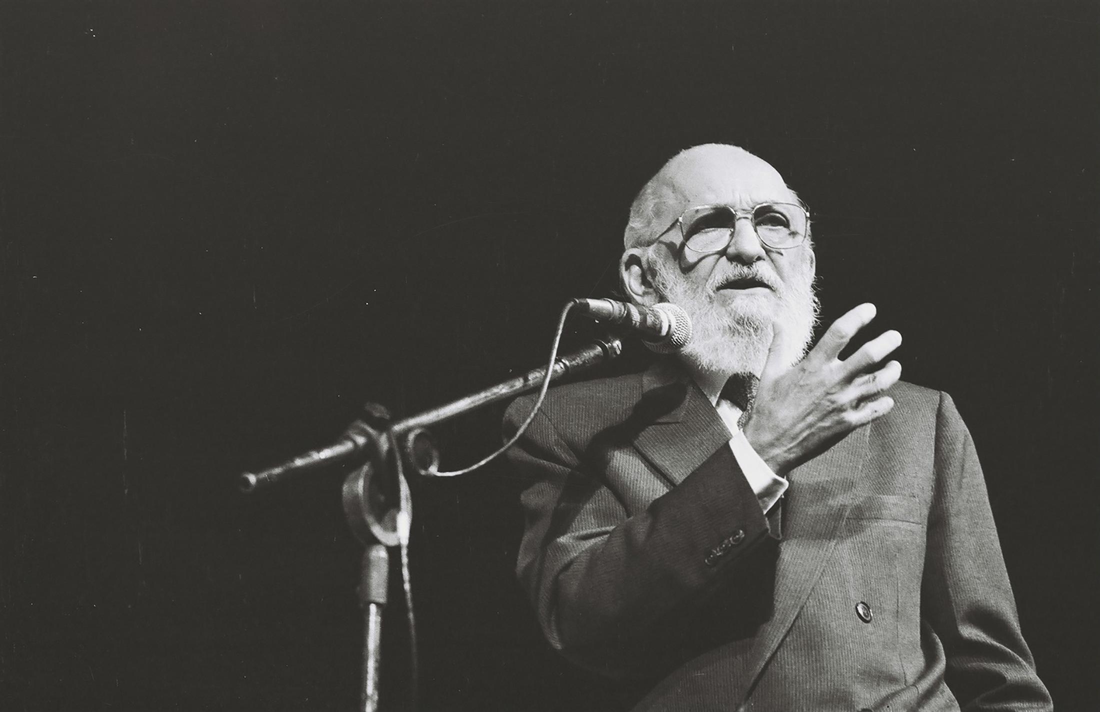 Paulo Freire anuncia sua saída da Secretaria Municipal de Educação, no Teatro Municipal de São Paulo. 27/05/1991
